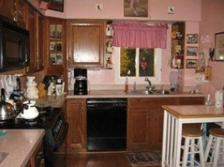 Kitchen before refacing
