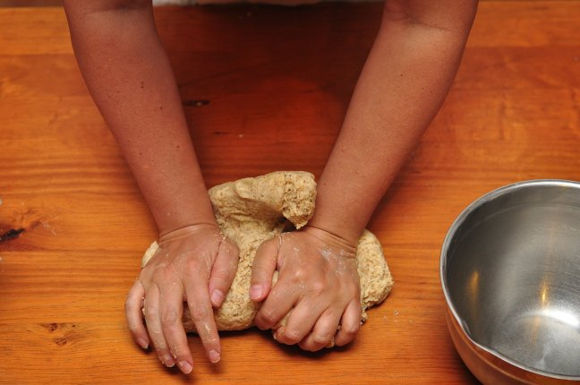 franciscan-sisters-kneading-dough