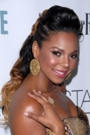 ashanti-ponytail-hairstyles-with-color