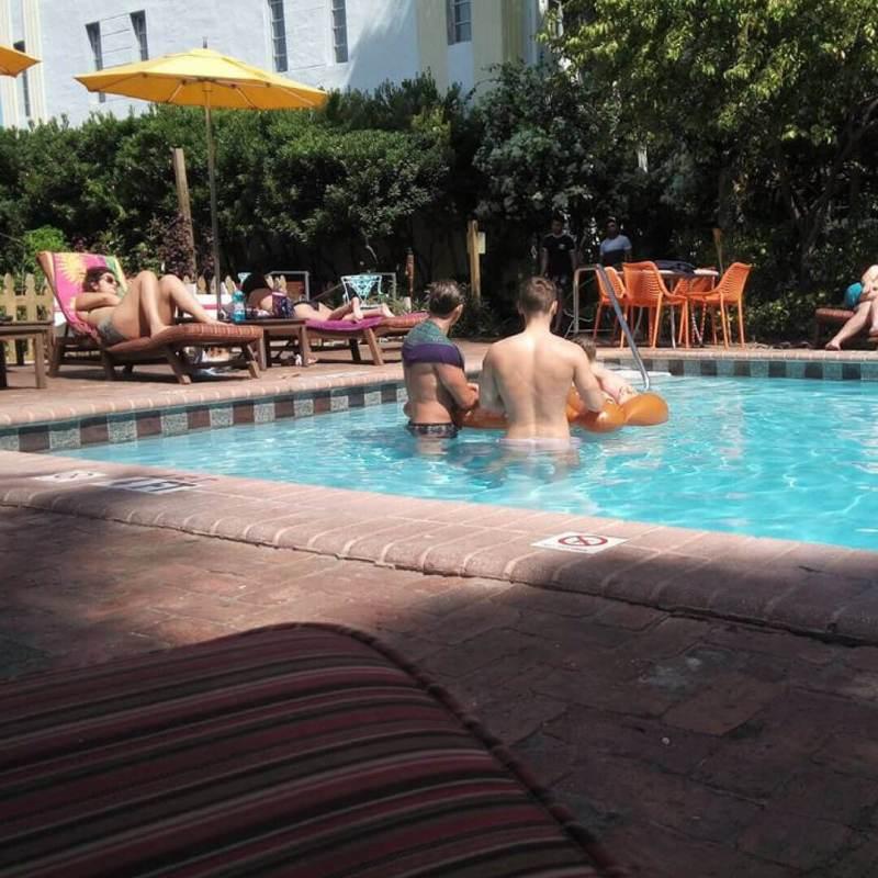 bikini hostel en miami