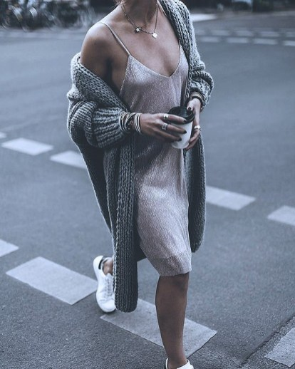 knit-dress-outfits-street-style-2017209f98bb34817658759de6c9eda34e83