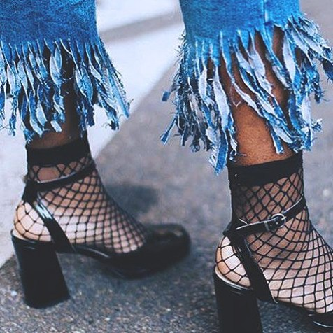 fishnets-street-style-2017-fashion-blog-casual-looks-trendsb401d950b2e9f5b4be3f46792d6830ea