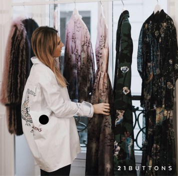 21-BUTTONS-BLOGGER-INSTAGRAMER-LOOKS-OUTFITS-MONICA-SORS-MESVOYAGESAPARIS21-BUTTONS-BLOGGER-INSTAGRAMER-LOOKS-OUTFITSIMG_1151