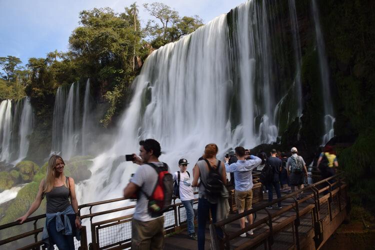 Chutes Iguazu touristes