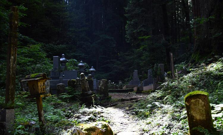 Mont Koya cimetière Okunoin