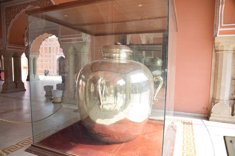 city-palace-jaipur-jarre