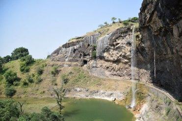 grottes-ellora-cascade