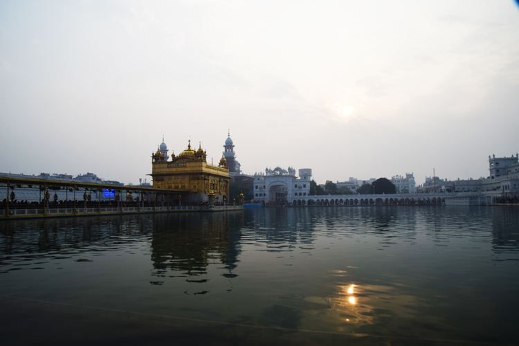 temple-dor-amritsar-lever-soleil