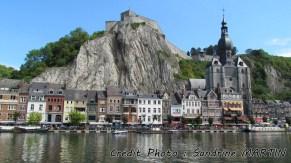 Dinant - La Meuse, vue sur la ville et la citadelle
