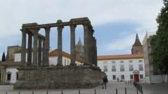 Evora - Place Conde Vila Flor, ruínes du temple romain