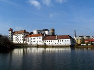 Jindrichuv Hradec - Chateau 'Jindrichuv Hradec' avec vue sur étang