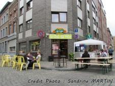 Liège - Au hasard des rues, la friterie 'Le chat qui pète'... Ah l'humour belge, lol