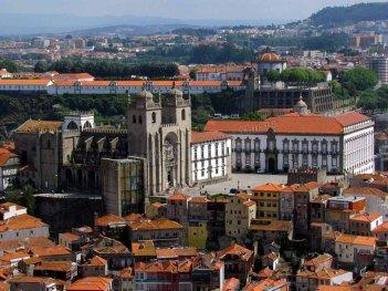 Porto - Tour dos Clérigos, vue sur la cathédrale
