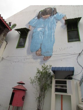 Ile Penang - Georgetown - Street art painting 'Little girl in blue'