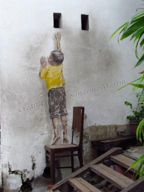 Ile Penang - Georgetown - Street art painting 'Reaching up'