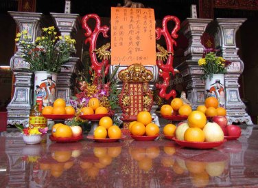 Kuala Lumpur - Chinatown - Temple Kwan Ti, offrandes