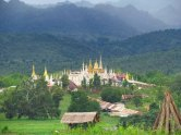 Lac Inle - Village 'Thaung Tho', temple