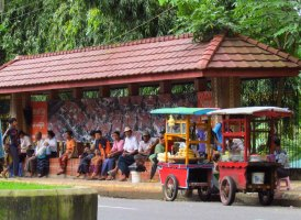 Yangon - Au hasard des rues, dans l'attente d'un bus