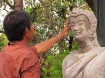 Vientiane - Temple 'Vat Phia', création de statuts