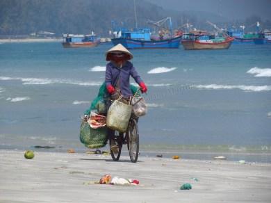 Doc Let Beach - Plage 'Doc Let', à la recharche d'objets recyclables