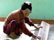 Hoï An, les environs - Village 'Kim Bong', fabrication de matelas tapis