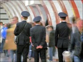 Moscou - Métro - Station Park Pobedy, policiers partout