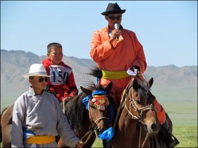 Sur la route, festival du Nadaam de village 'Course de chevaux', remise de prix
