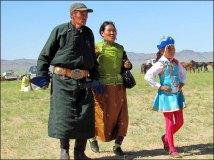 Sur la route, festival du Nadaam de village 'Course de chevaux', spectateurs
