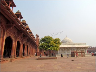 Fatehpur Sikri - Vieille ville - Cours intérieure côté mosquée