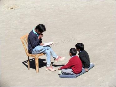 Himalaya - Vallée de Spiti - Kibber - Villageois à l'école