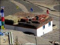 Himalaya - Vallée de Spiti - Langza - Village, toit de chaume qui protège du froid