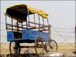 Varanasi - Au hasard des rues, ancienne charette pour l'école