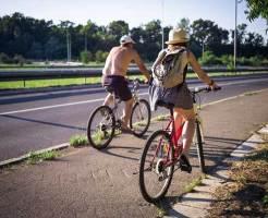 真夏のサイクリングイメージ