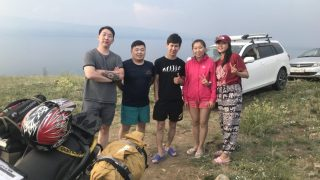 モンゴル系の若者5人組