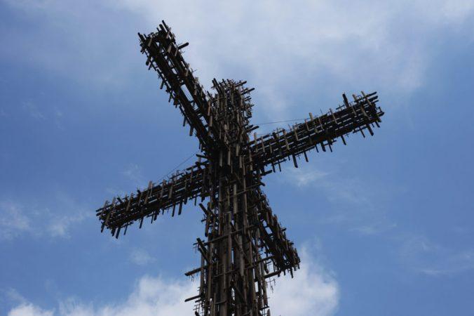 鉄パイプの十字架