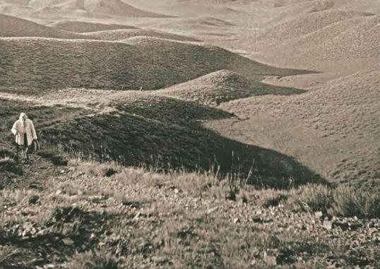 Н.К. Рерих в окрестностях горы Наран-обо. Внутренняя Монголия, 1935