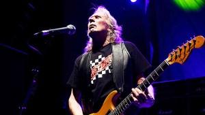Motörhead Guitarist Dies