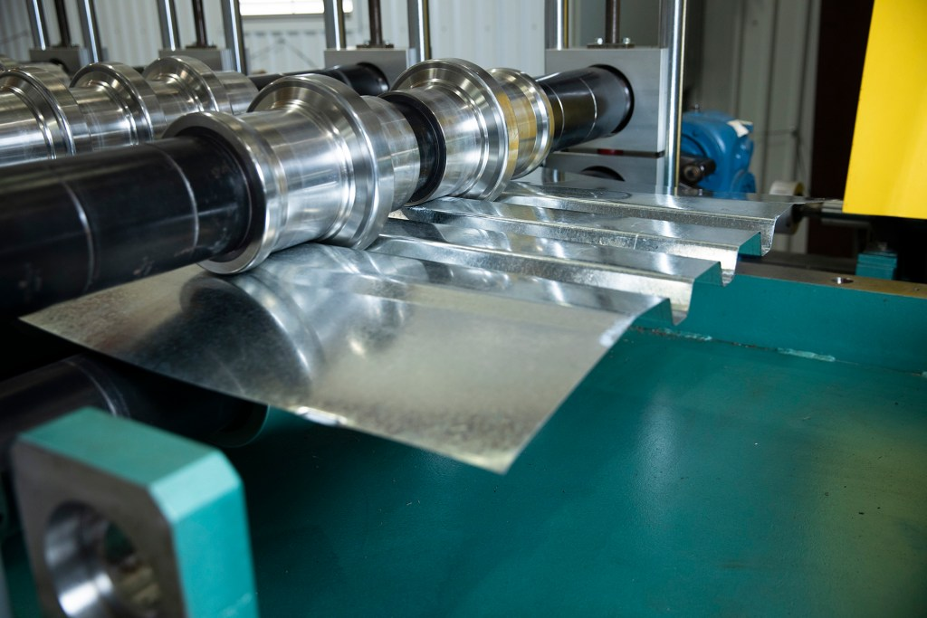 csm roll forming machine rolling out metal deck sheets