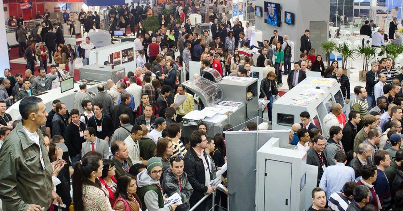 A participação em feiras gráficas traz oportunidades para visitantes e expositores