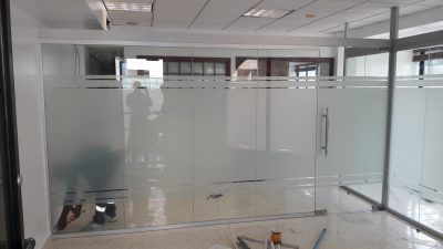 Division en vidrio y aluminio
