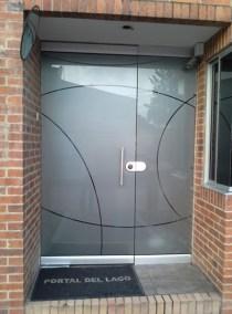 Puerta flotante con diseño frost