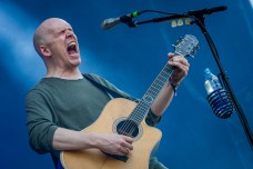 Incredible, incredible acoustic set by Devin Townsend