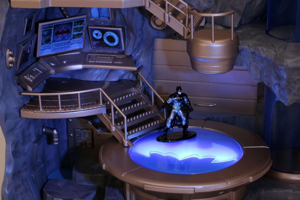 Nano Scene  DC Comics  Batcave  Metals Die Cast