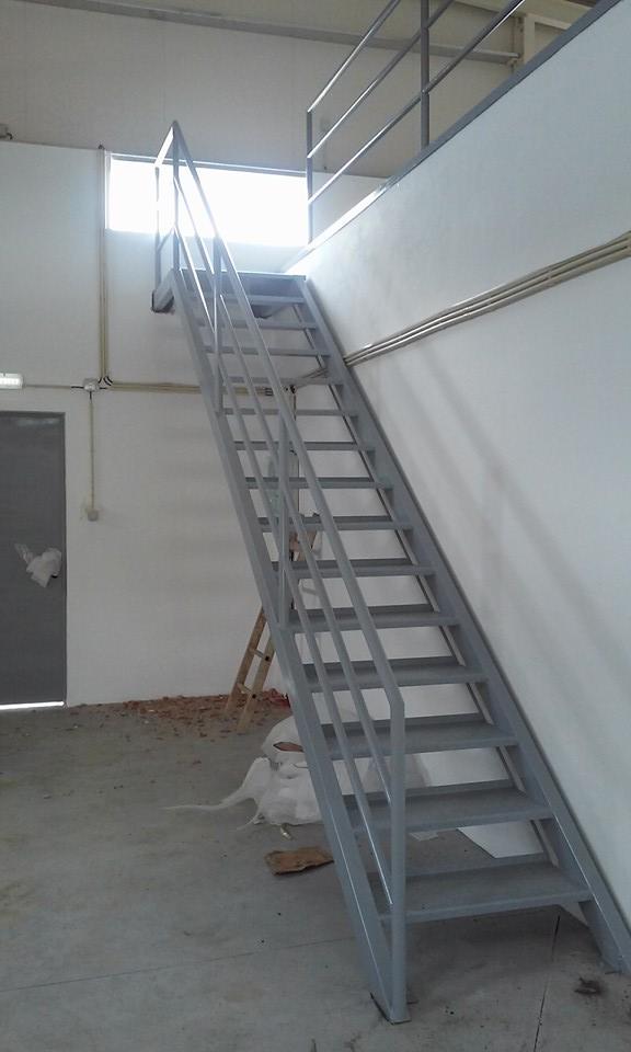 Escadas para armazém