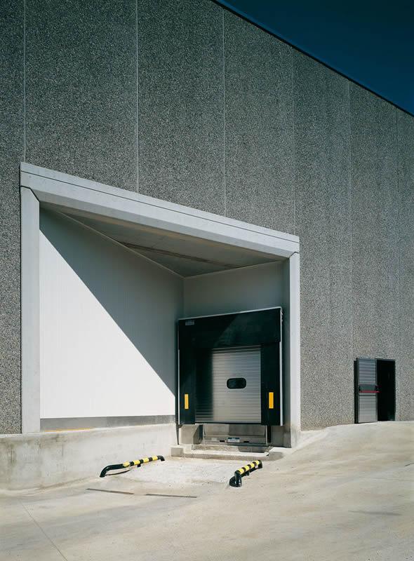 MS METALSYSTEM SL  Puertas seccionales de muelle de carga