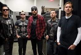 Avenged Sevenfold - AVENGED SEVENFOLD Is Giving Free Merch To Fans If They Stay Self-Quarantined At Home
