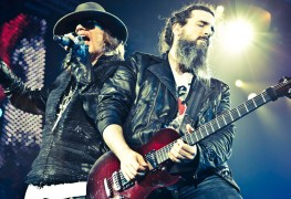 Axl and Bumblefoot - Ron 'Bumblefoot' Thal Explains Why GUNS N' ROSES' Chinese Democracy Album Is A Masterpiece