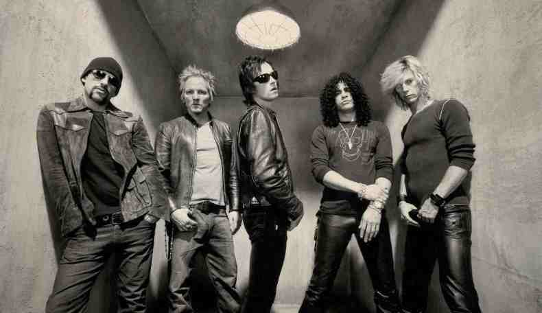 velvet revolver - VELVET REVOLVER Guitarist On Why They Fired Scott Weiland & Failed To Find A Replacement
