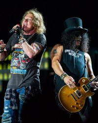 GUNS N ROSES GNR - SLASH On Reconnecting With AXL ROSE: 'We Got Rid Of Some Of The Negative Baggage'