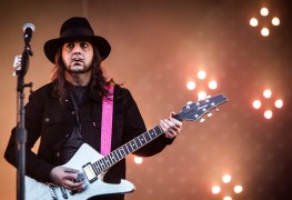 """daron malakian - SYSTEM OF A DOWN Guitarist: """"Trump Does Things That Would Have Got Another President Impeached"""""""